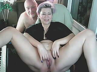 My mature slutty AimeeParadise spreads her legs for the cam!