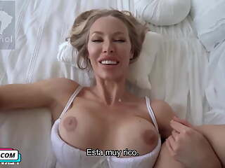 My stepmother is very hot, Nicole Aniston, Spanish subtitles