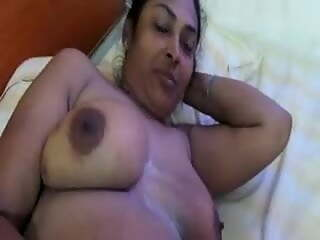 South Indian sexy aunty in nude romance