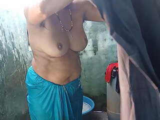 Desi village aunty filmed bathing, part 4, full hd