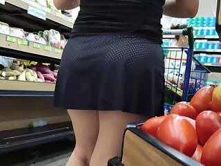 Chubby ass, hot candid pink pussy under skirt