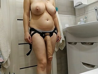 Sexy mom wants to fuck her lover with a big strapon