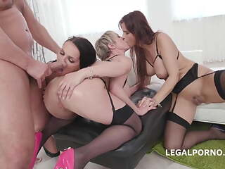 Syren De Mer, Jolee Love and Dee Williams are having group sex