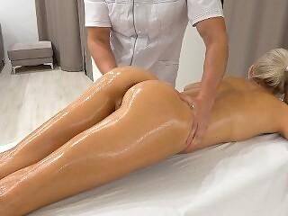 Unexpected sex with In-Home Massage Therapis / unprotected creampie