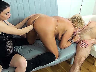 mom fist fucked by stepsiblings