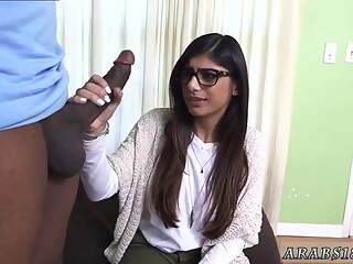 Arab foot slave Mia Khalifa Tries A Big Black Dick