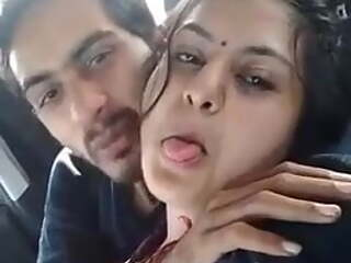 bhabhi ko car mein lita k choda hindi clear audio